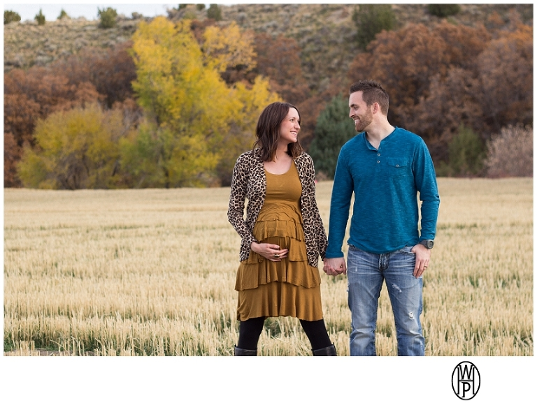Utah maternity photographer, fall maternity photo in Butterfield Canyon, UT